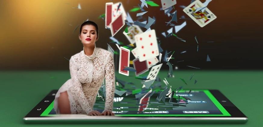 Spielen Sie mit den heißesten Models - Strip Poker Online